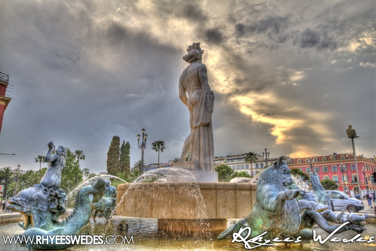 Statue Keeping an eye out in Nice, France!!!...
