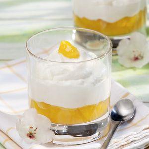 """""""Das Dessert kling zwar aufwendig, eigentlich ist es aber einfach zuzubereiten"""", meint Gisela Bontrup. Über die Joghurt-Mousse mit Maracuja-Pudding..."""