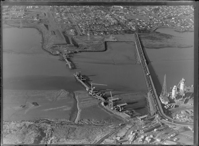 1975. Coronation Road bridge and construction of the new South Western Motorway bridge, connecting Onehunga and Mangere, Auckland. Whites Aviation Ltd :Photographs. Ref: WA-72764-G. Alexander Turnbull Library, Wellington, New Zealand. http://natlib.govt.nz/records/23056868.