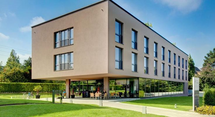 Hotel Kreuzlingen am Hafen Kreuzlingen On the shores of Lake Constance, next to a scenic park, Hotel Kreuzlingen am Hafen is just a 5-minute walk away from the city centre of Kreuzlingen and a 15-minute walk from Konstanz´s Old Town with its shops and restaurants.