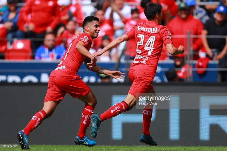 Pablo Barrientos of Toluca celebrates with teammates after scoring the first goal of his team during the 4th round match between Toluca and Cruz Azul as part of the Torneo Clausura 2018 Liga MX at Nemesio Diez Stadium on January 28, 2018 in Mexico City, Mexico.