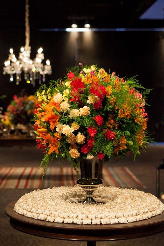 Decoração de casamento | Decor | Decoração floral | Flores | Flowers | Flores coloridas | Inesquecível Casamento | Mesa dos bem casados