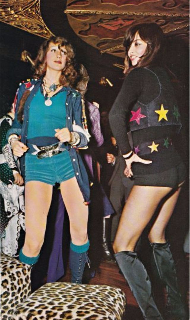 29 Stunning Photos Of Dancefloor Styles That Defined The 70s Disco Fashion Vintage Everyday 70s Fashion Disco Disco Outfit Disco Fashion