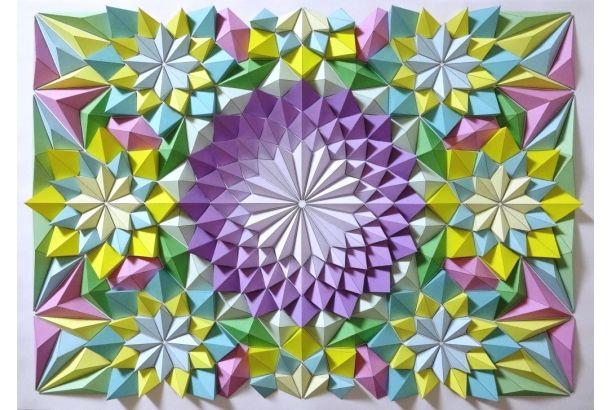 日本の伝統的な折り紙のその彩りと、小片を組み合わせた室内装飾などとして世界中にある古代からの芸術手法モザイクの融合。 折り紙の折り目を見てその組み合わせによる幾何学的な美しさに気付き、世界に誇る素晴らしい3Dアート作品を創り上げているKota Hiratsukaさんの「Origami Mosaics」が、圧倒的な美と緻...