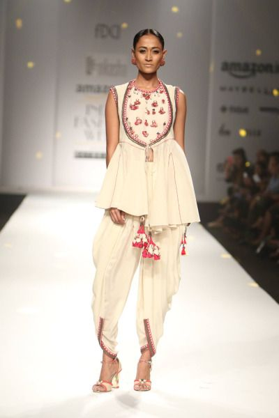 Nikasha at Amazon India Fashion Week Autumn/Winter 2016, contained modern Indian outfits in neutral colours to contrast with the occasional use of red and more refined patterns. The minimalist approach made the collection effortlessly stylish. #amazonfashionweek2016 #models #catwalk #strandofsilk #aifw #indianfashiondesigners #fashionshow #nikasha #autumn #winter #fashiondesigners