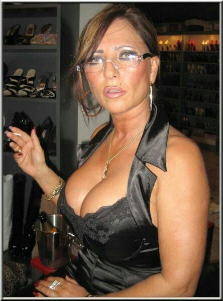 glasses mature italian escort