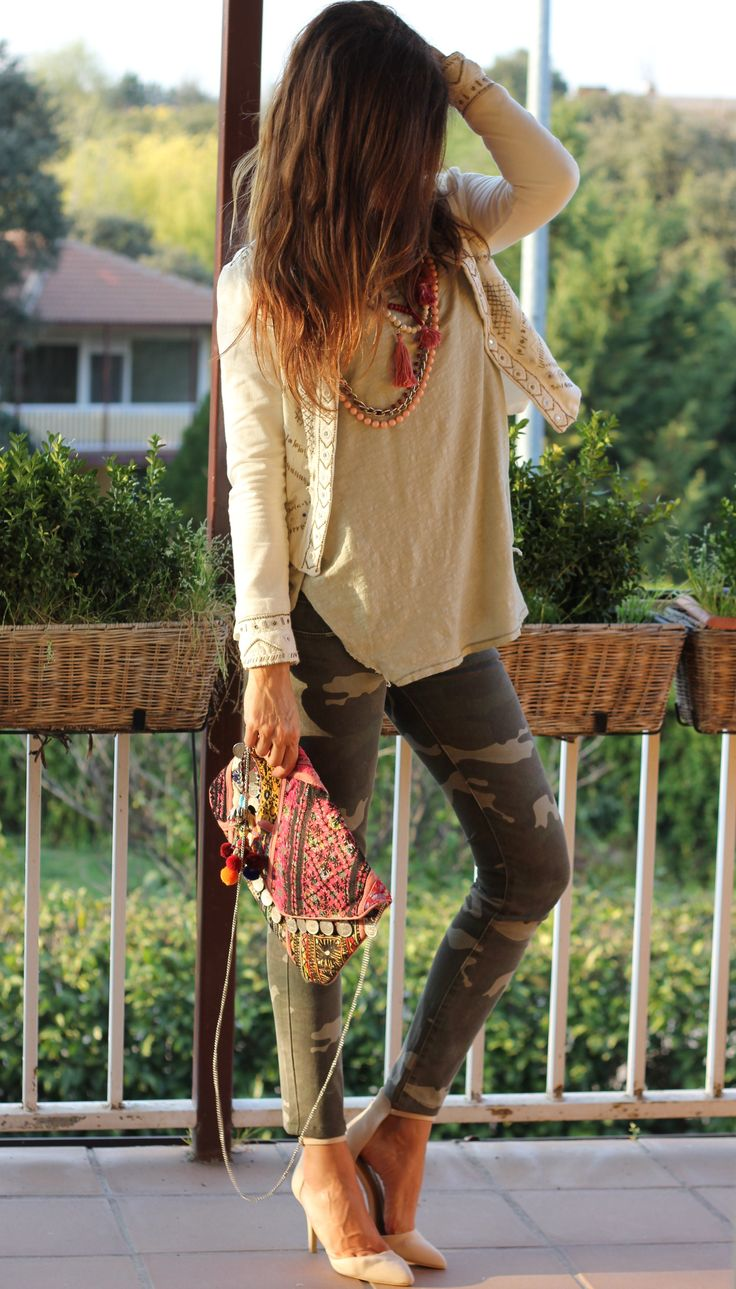 Loving the camo skinnies and embroidered coin cross body. Via the ever stylish Mytenida.