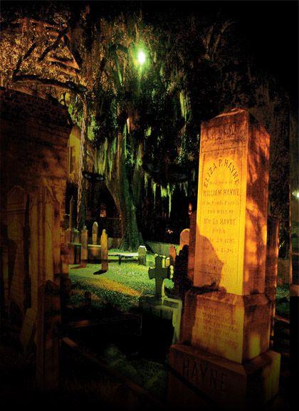Graveyards and Ghost Walking Tour in Charleston, SC (Bulldog Tours)