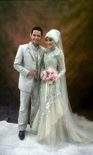 Beautiful hijabi wedding dress by Ferry Sunarto - INDONESIAN FASHION DESIGNER. see profile : http://www.ferrysunarto.com/