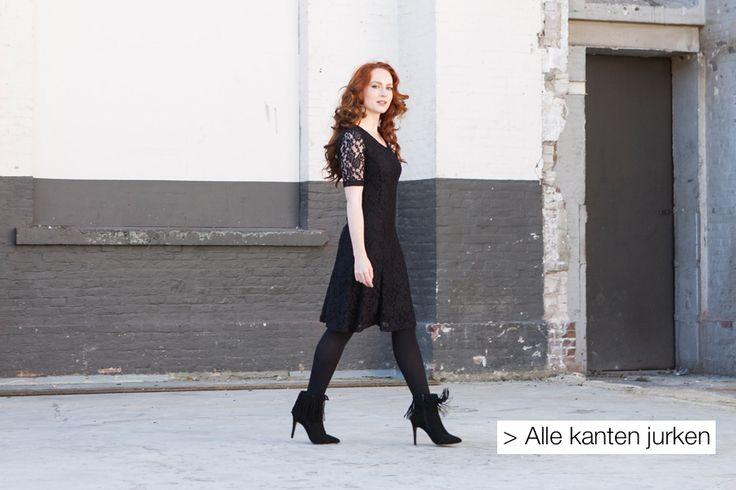 Voor de kerst, maar ook leuk voor een ander feest of met stoere laarzen en een vest, zwart jurkje met mooie kanten mouwen.