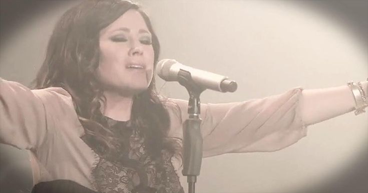 There's no doubt you'll feel God's never-ending presence with this incredible song. Kari Jobe teams up with Cody Carnes for 'Holy Spirit' and it's absolutely amazing. What a way to give glory to our Lord!