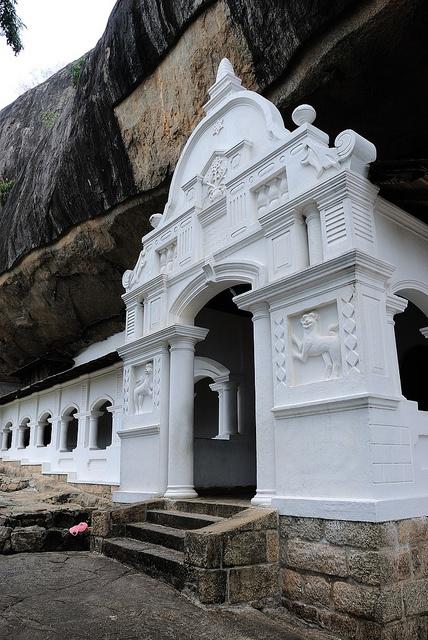 Templo de la Cueva de Dambulla - Sri Lanka - El Templo de la Cueva de Dambulla también conocido como el Templo de Oro de Dambulla, es un lugar Patrimonio de la Humanidad en Dambulla, en la parte central de Sri Lanka, en el distrito de Matale,