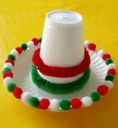 Paper plates make great hat brims for a fun Cinco de Mayo craft! #kidcrafts