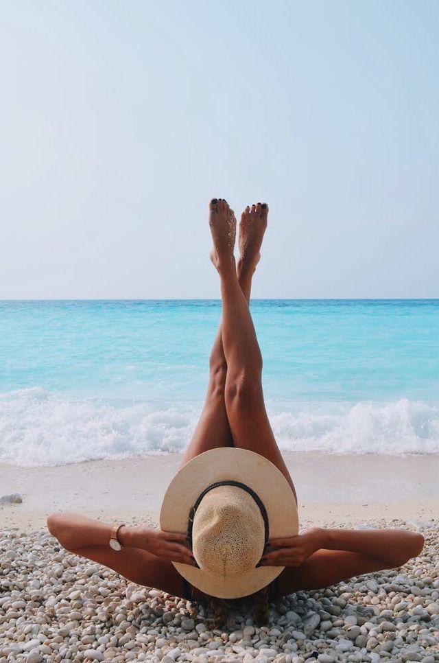 фото на галечном пляже идеи минимализм два слова