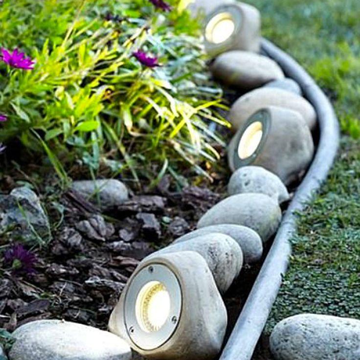 Les 25 meilleures id es de la cat gorie eclairage for Borne lumineuse de jardin