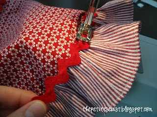 roses are red apron tutorial