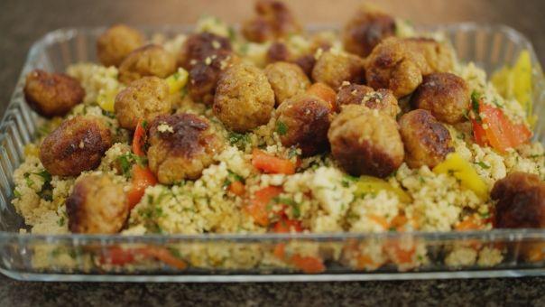 Eén - Dagelijkse kost - couscous met geroosterde paprika en kruidige gehaktballetjes