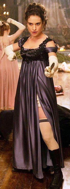 Lily James como Elizabeth Bennet en Orgullo + Prejuicio + Zombies (2016)