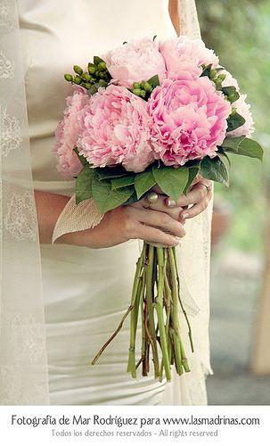 Ramo de novia de peonias rosa