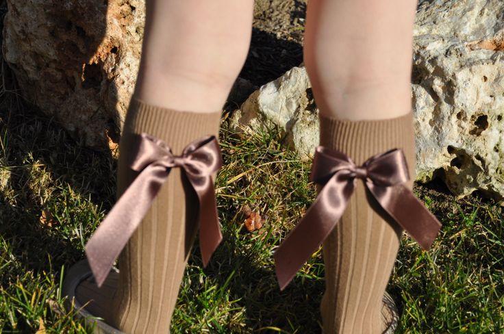 Calcetines con lazos camel