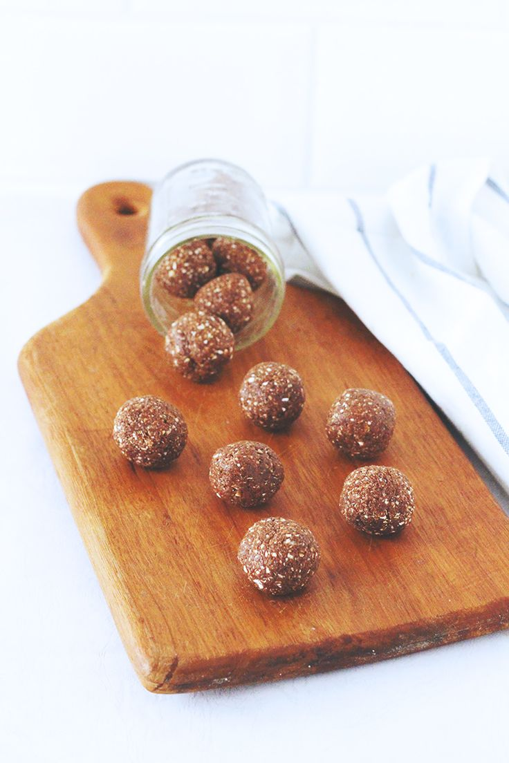chocolate brownie bliss balls // raw, vegan & gluten-free