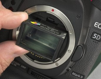 VAF-5D2 Optical Anti-Aliasing Filter:  Optically corrects most aliasing and moiré artifacts in 5D Mark II HD video.