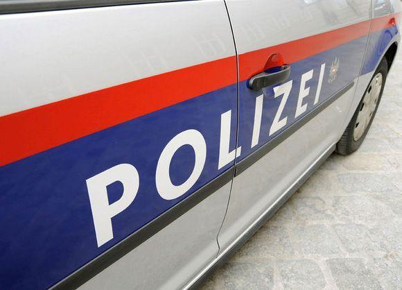Klagenfurt: Zwei Männer (17,18) wollten Dritten (19) zwingen einen Mobiltelefonvertrag abzuschließen