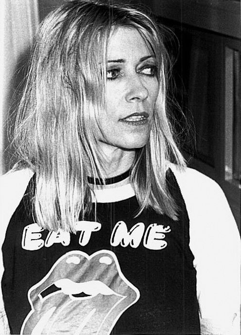 Kim Gordon COURTNEY LOVE IS A TALENTLESS PIG WHO WLL NEVER BE RELEVENT. EVER.