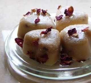 Honey and rose bath melts...This recipe makes a really luxurious, moisturising bath melt, must try!
