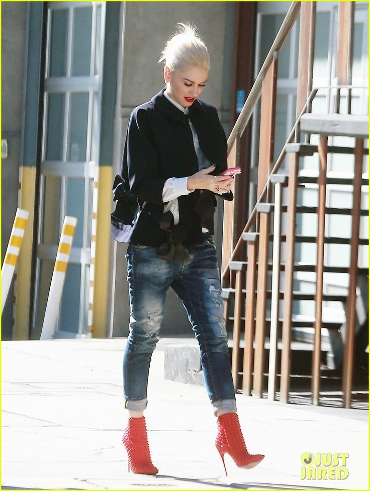 Gwen Stefani Opens Up About 'Used To Love You' Video: 'I Didn't Even Do Makeup!' | gwen stefani love of music studio stop 01 - Photo