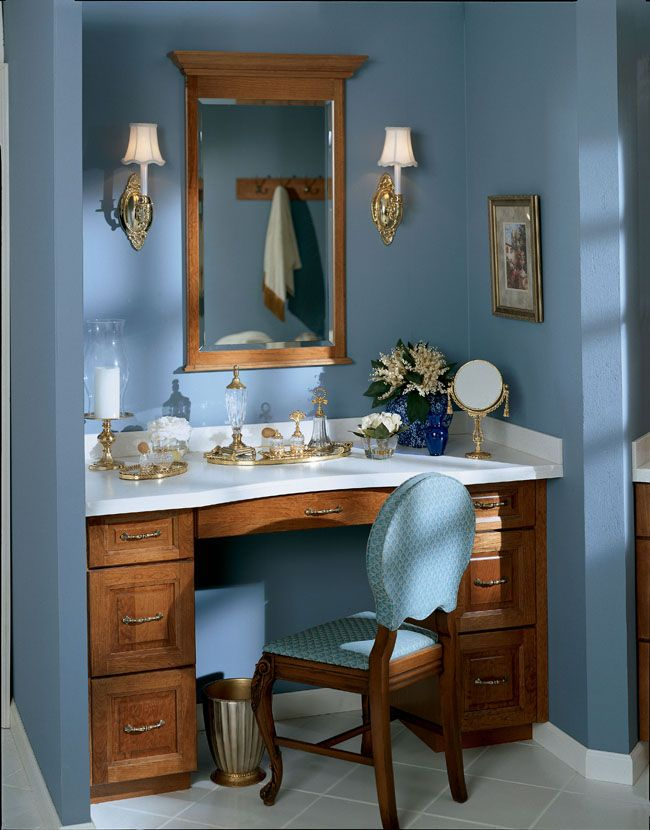 The Awesome Web Knollwood Cherry Square in Sunset imparts a glamorous feel to the makeup area and dressing table
