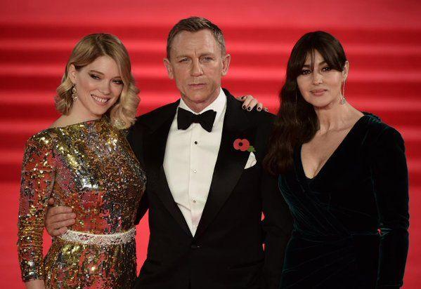 Appuntamenti con lo stile e il glam di Bond, James Bond – dai bagni 'pericolosi' sulle spiagge più belle del mondo ai soggiorni esclusivi negli antichi pal