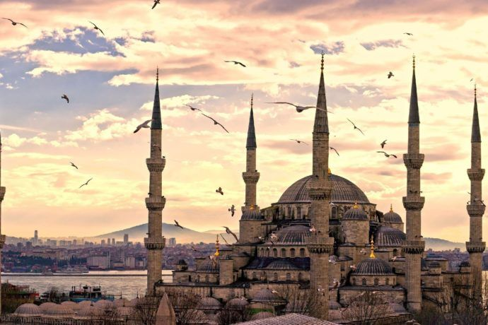 Travel tips to help you plan your Istanbul Trip. This article gives you info about accommodation, weather, places to see and things to do in Istanbul, Turkey.