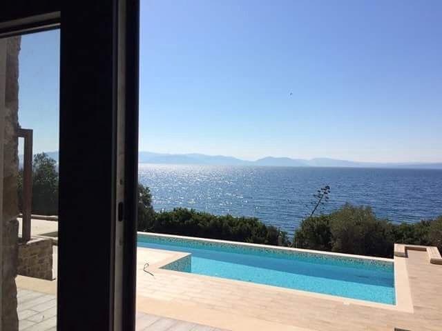 Europa 10000 Hybrid #seaview #home #piscine #architecture