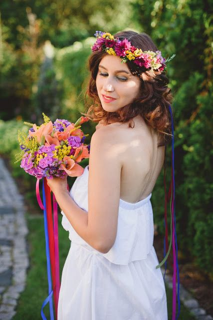 letni wianek kwiatowy : Pracownia paryskie klimaty ** bukiet ślubny : Pracownia paryskie klimaty ** modelka : Kasia Dziewit ** fotograf : Maria Mendakiewicz ** stylizacja : Magdalena Sawicz
