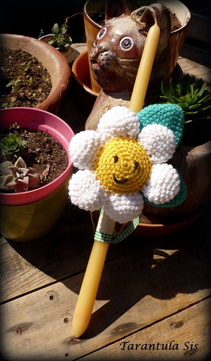 Crochet daisy. Easter candle decoration.