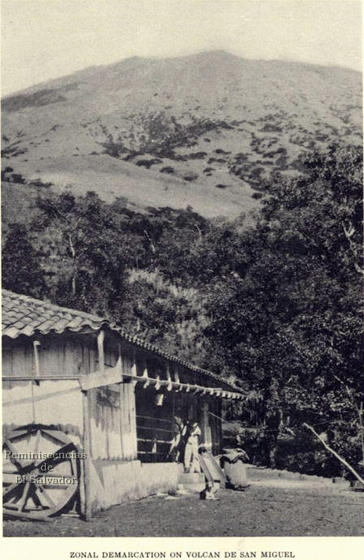 """Imagen de 1938, Volcan de Conchagua , tomada del  libro """" Las Aves de El Salvador"""", publicado por Field Museum of Natural History, Chicago, 1938 Volcán de Conchagua, ubicado en el municipio homónimo, y en el extremo oeste del Golfo de Fonseca, en el departamento de La Unión, El Salvador. Tiene dos prominencias: El cerro Ocotal, con una altitud de 1.225 msnm, y el cerro Banderas, con 1.156 msnm"""