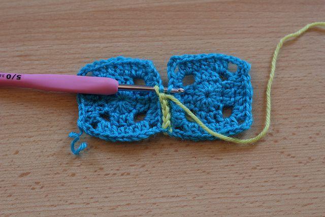 Comment assembler des carrés au crochet à plat by KnitSpirit, via Flickr