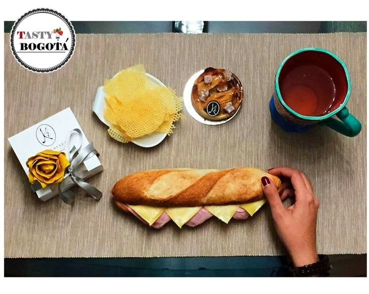 Sanduche de jamón y queso + papas + postre  Eric kayser