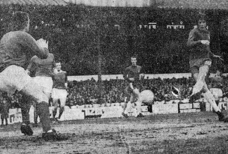 Chelsea 2 Man Utd 1 in March 1970 at Stamford Bridge. Ian Hutchinson scored to put Chelsea 1-0 up #Div1