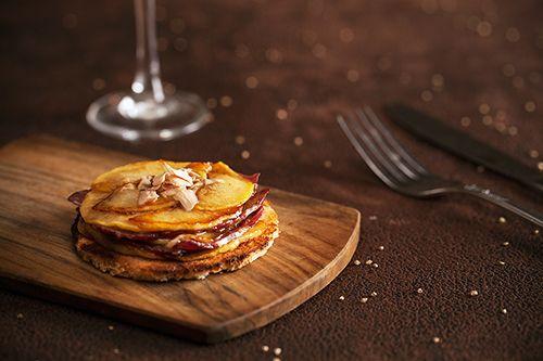 Découvrez la recette Tatin de foie gras au magret de canard sur cuisineactuelle.fr.