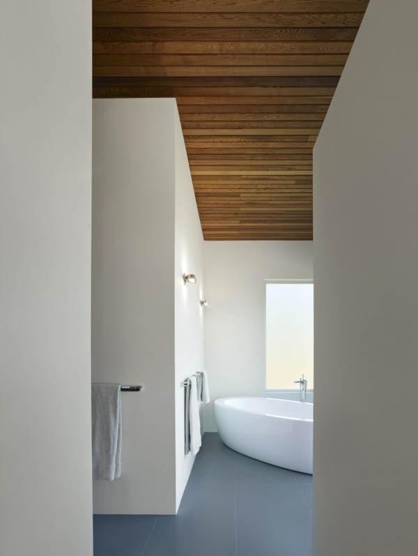 Bianco e linee pulite. Meraviglioso. Anche il fatto che il legno sia sul soffitto invece che sul pavimento è notevole.