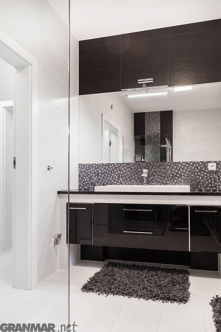 całość łazienki a w niej #blat #granit #NeroAssoluto