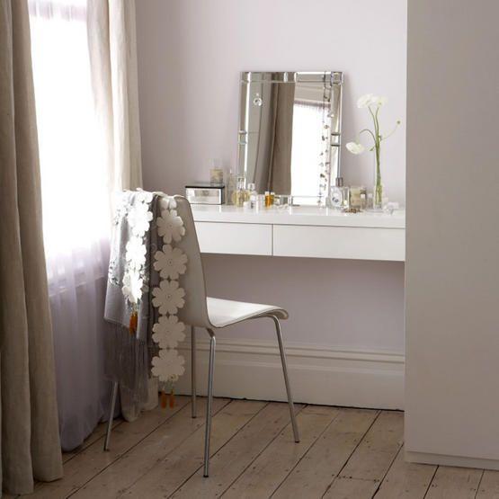 simple, cute dressing table