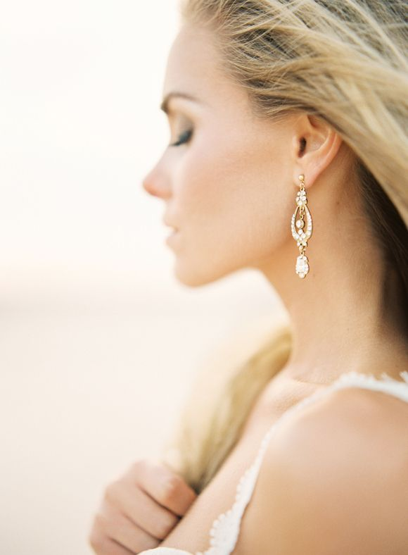 Top 10 Earrings for your Wedding Day | Wedding Sparrow | Photo by Kayla Barker Photography