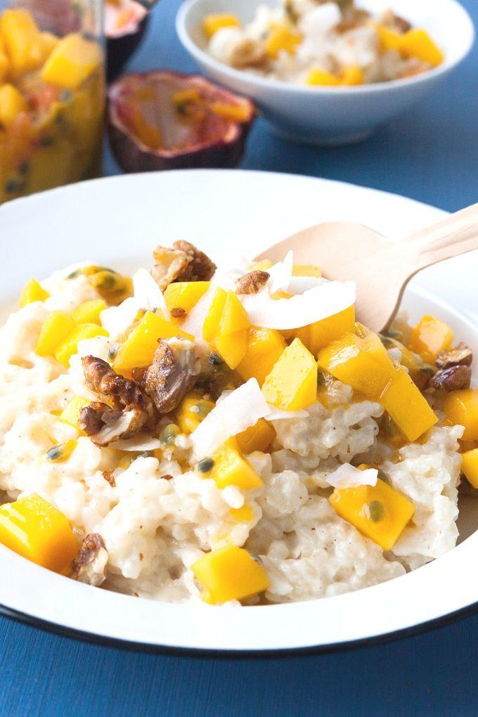 Milchreis Grundrezept mit Mango-Maracuja-Obstsalat. Für dieses gelingsichere Rezept braucht ihr nur 9 Zutaten, einen Topf und 40 Minuten Zeit. Unbedingt probieren - kochkarussell.com
