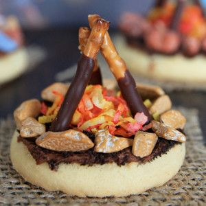 So you probably couldn't let them have these all the time.  But they sure are cute and would qualify for when those grandbabies are staying for the week.  The Coolest Campfire Cookies are adorable edible crafts for kids. They're perfect for Boy and Girl Scout Troops!