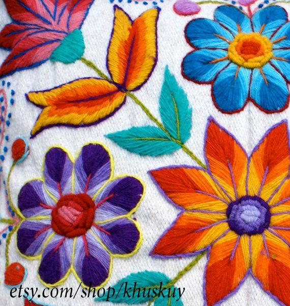 Funda de almohada peruano bordadas de lana de oveja y por khuskuy