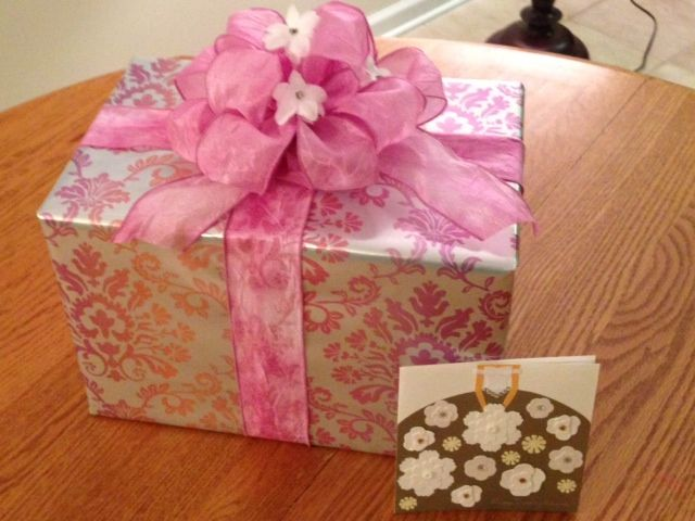 How To Wrap A Wedding Gift: Wedding Shower Gift Wrap Idea