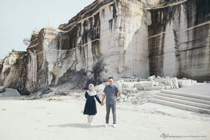This is incredible! Great works by Aliy Photography http://www.bridestory.com/aliy-photography/projects/g-y-engagement-session-tebing-breksi-jogja-prewedding